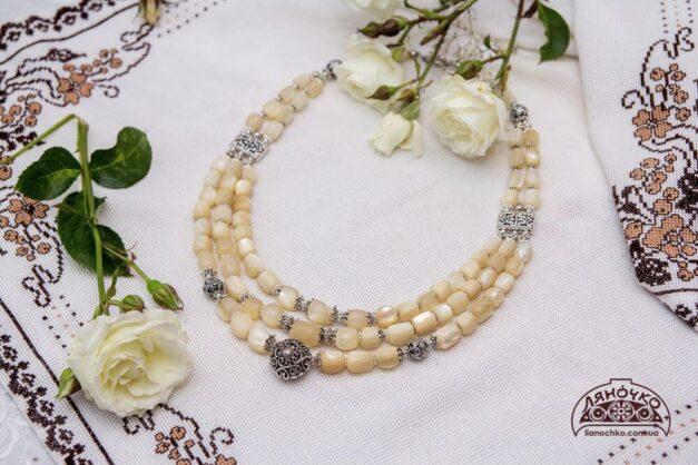 Намисто Біла троянда