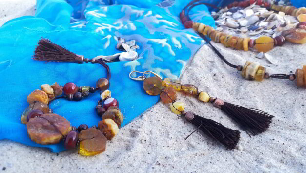 браслет сережки бурштин сердолік китиці на хвилі