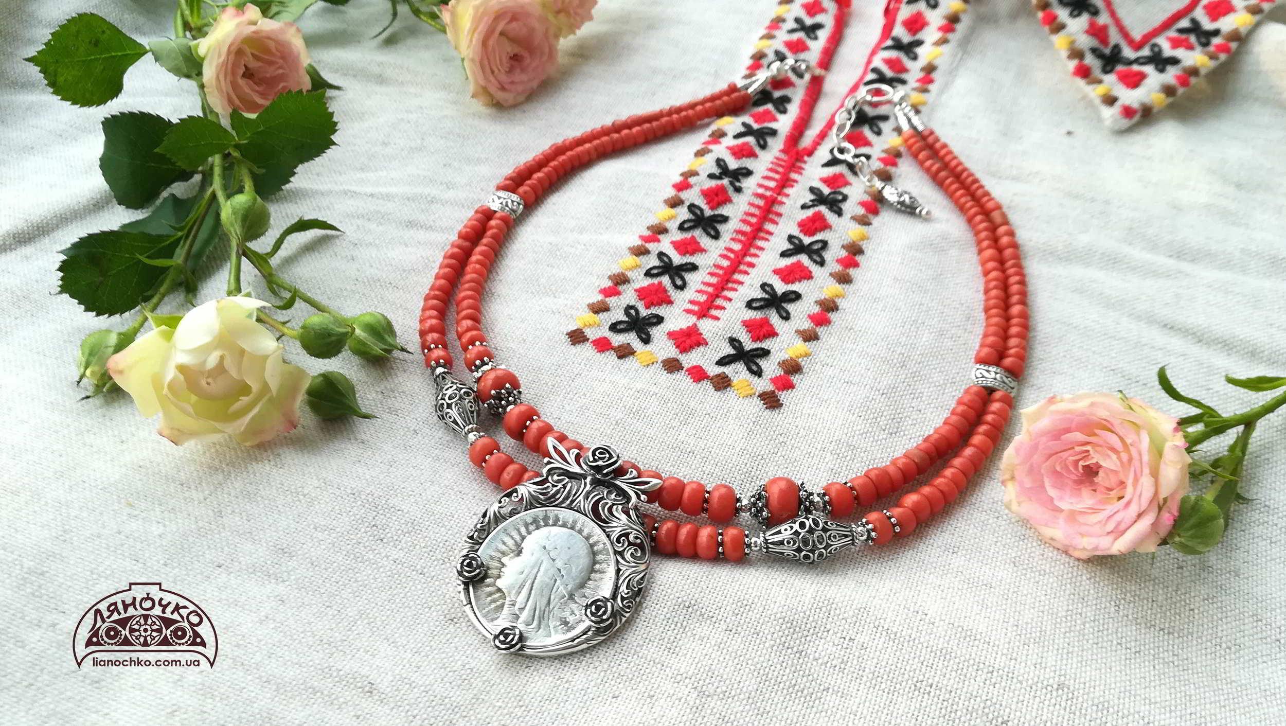 коралове намисто дві нитки з срібним дукачем та сріблом трояндове весілля