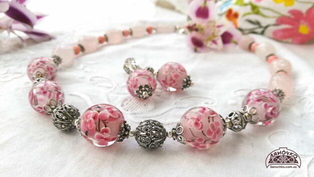 намисто венеційське скло рожевий кварц корал срібло сакура зблизька